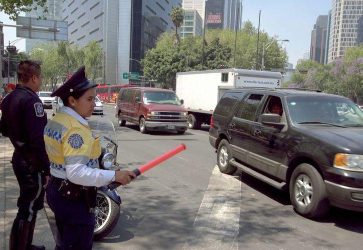 Entre julio y diciembre de 2015, 1 millón 700 mil automóviles que circulan en la zona metropolitana obtuvieron hologramas 0 y 00 de manera 'indebida'. (Archivo/Notimex)
