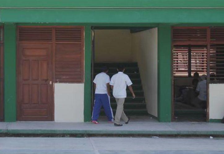 Se han destinado 96 millones de pesos para aplicar en el programa 'Escuelas al 100' en Quintana Roo. (Jesús Tijerina/SIPSE)