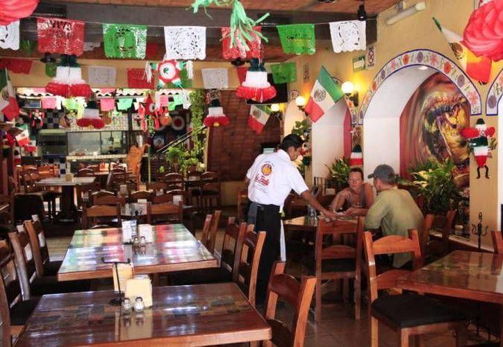 El sector restaurantero ha perdido más del 70% del consumo que se realizaba antes de la conversión a todo incluido. (Tomás Álvarez/SIPSE)