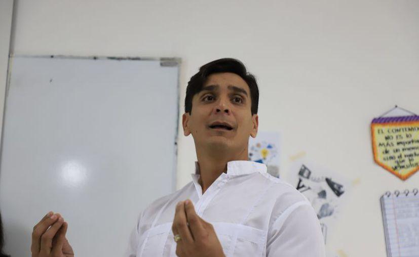 Ing. Carlos Sauri Quintal, director general de la Universidad Modelo, durante su mensaje.