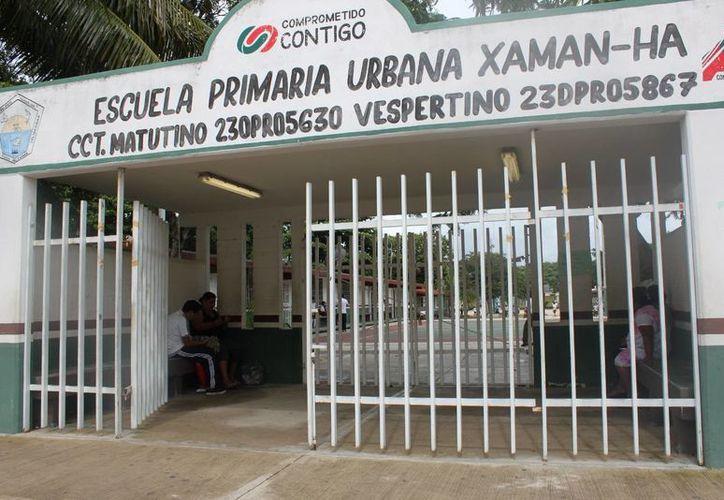 Alumnos fueron regresados a sus casas por falta de maestros. (Loana Segovia/SIPSE)