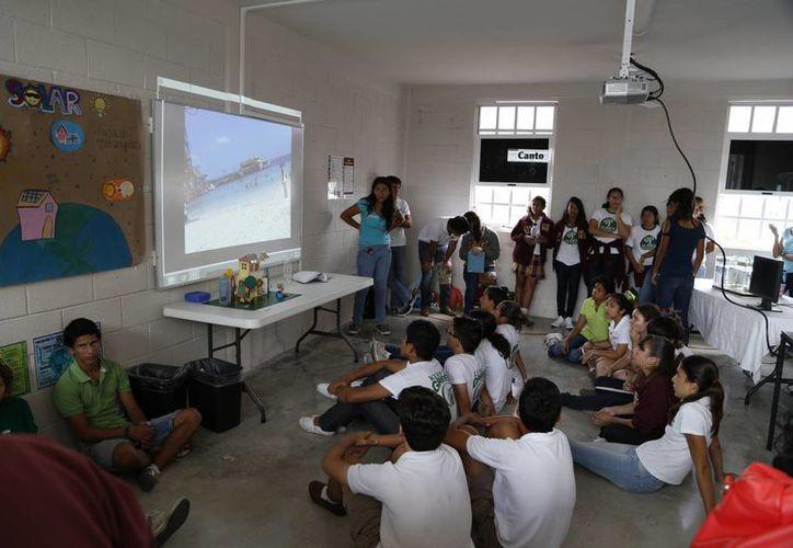 """Los estudiantes participaron en un """"rally"""" estilo ecológico. (Israel Leal/SIPSE)"""