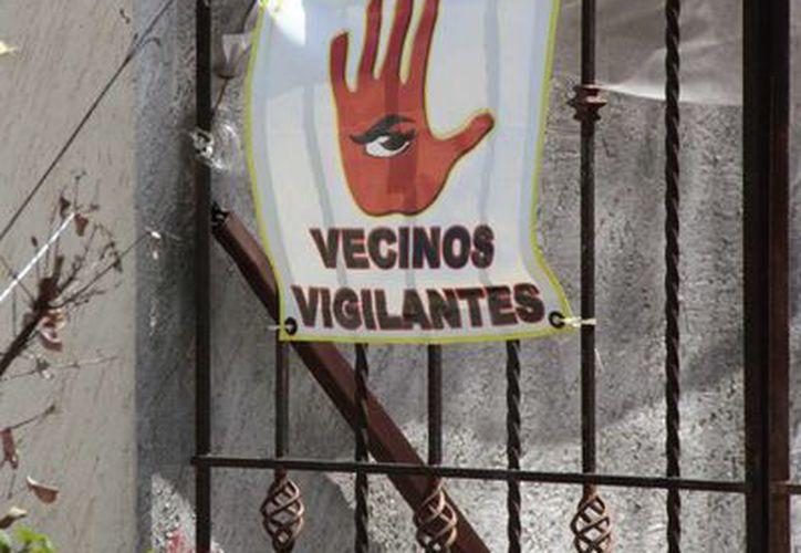 Ante la necesidad de sentirse protegidos, vecinos han optado por cuidarse entre ellos.  (Tomás Álvarez/SIPSE)