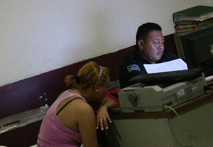 La joven, de 19 años, acudió al Ministerio Público a denunciar que su pareja le clavó un arma blanca a la altura del abdomen. (Redacción/SIPSE)