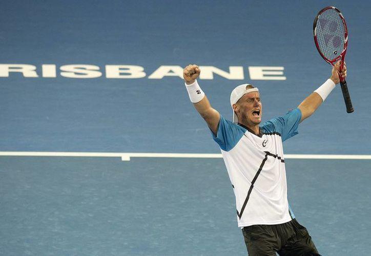 El tenista australiano Lleyton Hewitt venció al suizo Roger Federer en el torneo de Brisbane. (EFE)