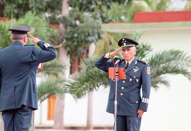 Comandante de la Décima Región Militar, Gustavo Nieto, toma protesta al General de Brigada, Gabriel García Rincón, en la Séptima Región de Caballería Motorizada en Chetumal, como nuevo comandante de la 34 Zona MIlitar en el estado.