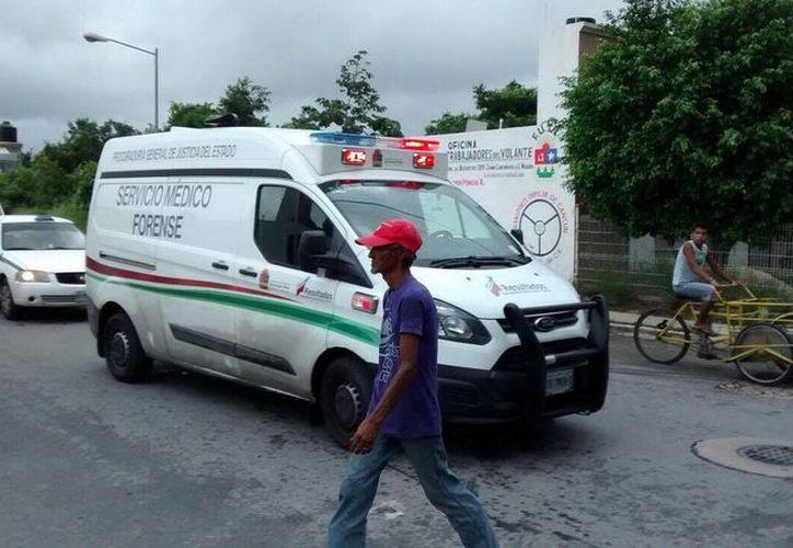 El Servicio Médico Forense llegó al lugar a realizar el levantamiento del cuerpo. (Redacción/SIPSE)