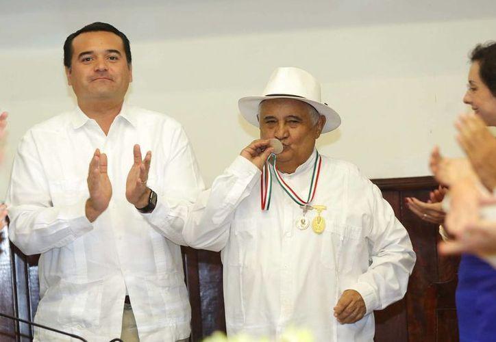 Al recibir la medalla Héctor Herrera, 'Zapote' criticó a los actores que presentan espectáculos como teatro regional pero que dista mucho de serlo. (Cortesía)