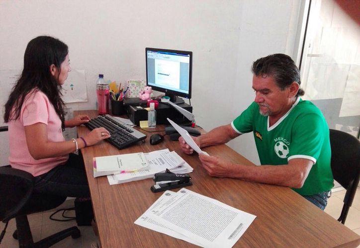 Roger Moo Manzanilla ratificó su denuncia penal contra el dirigente panista de Mérida Jesús Pérez Ballote, ante la FGE. (Israel Cárdenas/SIPSE)