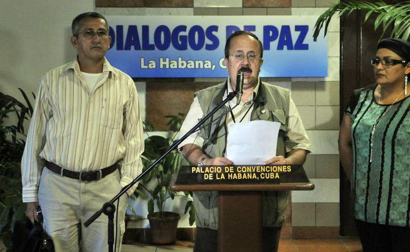 Mientras en Colombia llega la paz, por parte de las FARC, en la Habana, Cuba, siguen las negociaciones con el gobierno de Colombia. (EFE/Archivo)