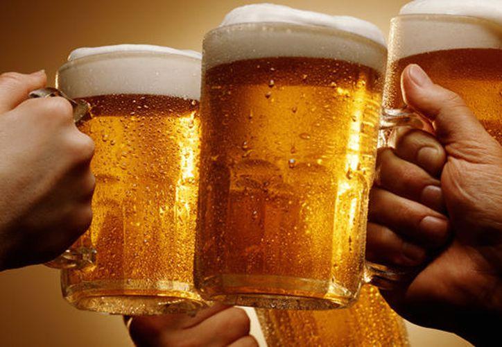 Beber por las noches está asociado al sistema inmune del cerebro. (Contexto/Internet).