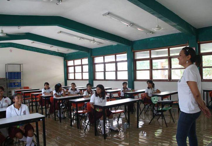Regresan a las aulas alumnos de nivel básico en la isla. (Julián Miranda/SIPSE)