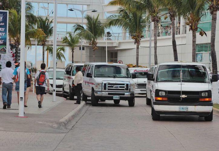 Los taxistas de Cozumel indican que desde 2012 no han aumentado sus tarifas. (Gustavo Villegas/SIPSE)