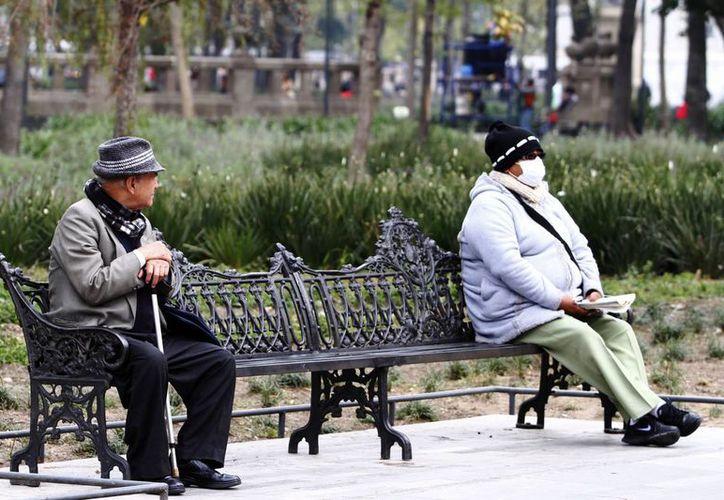 Piden a la población abrigarse bien para evitar enfermedades respiratorias. (Notimex)