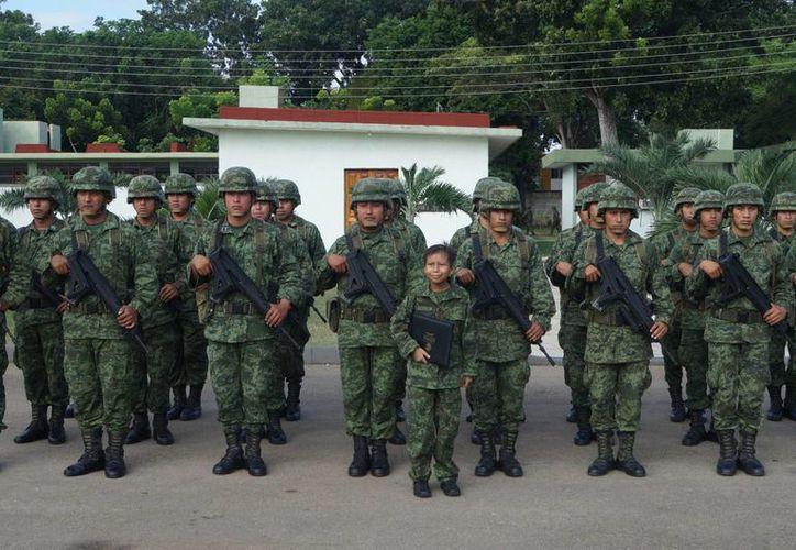 La Sedena nombró a Rigoberto Pavón 'Soldado por un Día' en noviembre pasado. (Claudia Martin/SIPSE)