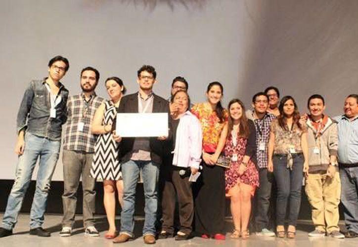 Reparto que conformó el equipo de trabajo de 'Ánima Sola', cortometraje ganador en el primer Festival de Cine de Mérida y  Yucatán. (razon.com.mx)