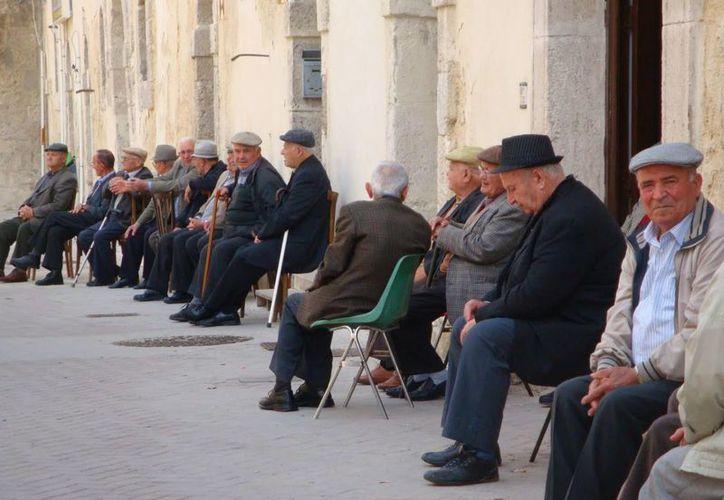 Italia enfrentará a mediano plazo un problema en su sistema de pensiones debido al incremento de personas ancianas. (italymagazine.com)