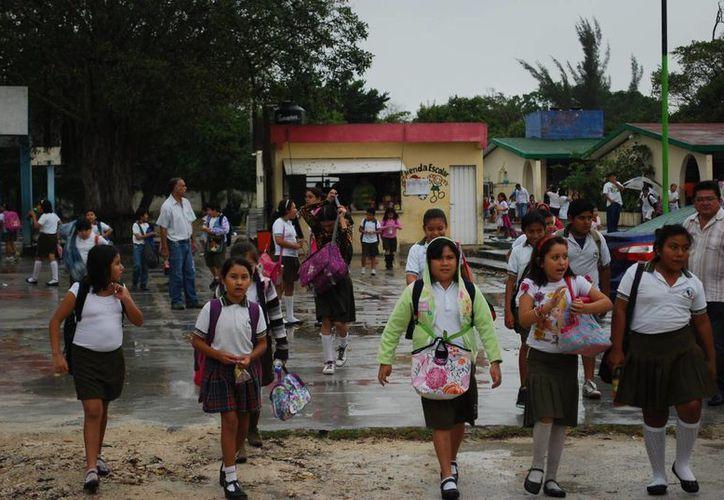 Concesionarios reinciden en la venta de productos chatarra en las tiendas escolares. (Tomás Álvarez/SIPSE)