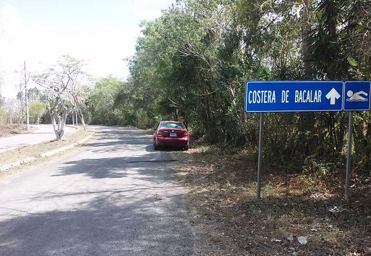 El IPAE cercó parte del Cenote Azul, en Bacalar. (Javier Ortiz/SIPSE)