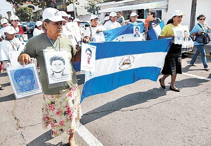 Parientes de desaparecidos a su paso por Veracruz. (Félix Márquez/Milenio)