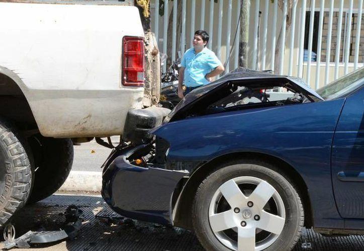 Tras registrarse una carambola, no se reportaron heridos, pero sí cuantiosos destrozos materiales. (SIPSE)