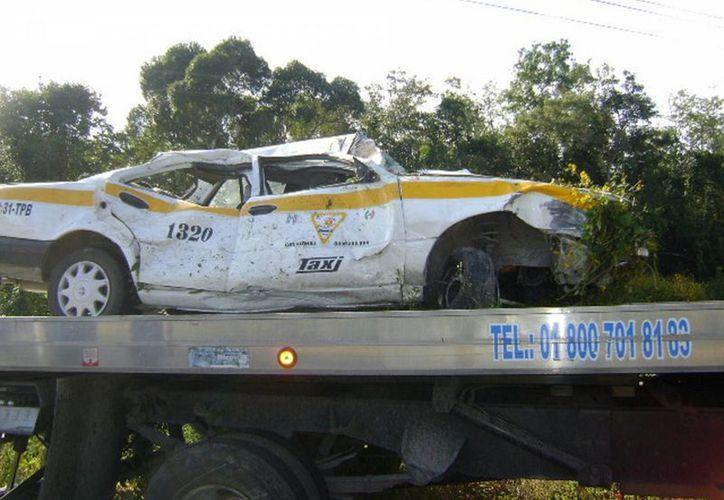El peritaje realizado a la unidad Nissan Tsuru, registró pérdida total. (Javier Ortiz/SIPSE)