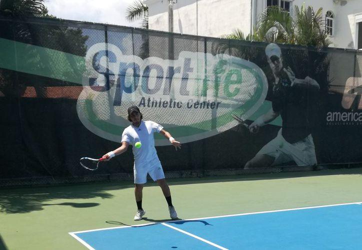 Se desarrolló el tercer día de actividades del torneo de tenis. (Raúl Caballero/SIPSE)