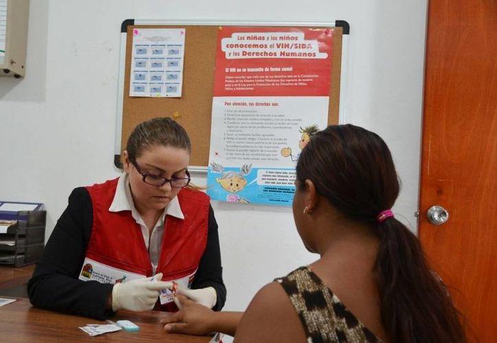 La Secretaría de Salud otorga pruebas fáciles, rápidas y gratuitas para la detección temprana de la enfermedad. (Gerardo Amaro/SIPSE)