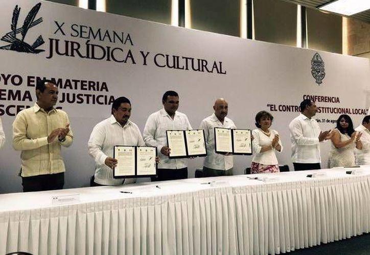 Rolando Zapata encabezó el inicio de la X Semana Jurídica y Cultural. (Milenio Novedades)