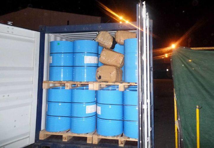 La PGR se encuentra investigando quién o quiénes están detrás del cargamento de droga encontrado en el puerto de Manzanillo, Colima. (Notimex)