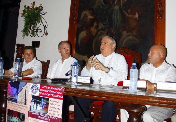 Monseñor Emilio Carlos Berlie ofreció detalles de convención nacional. (Juan Albornoz/SIPSE)