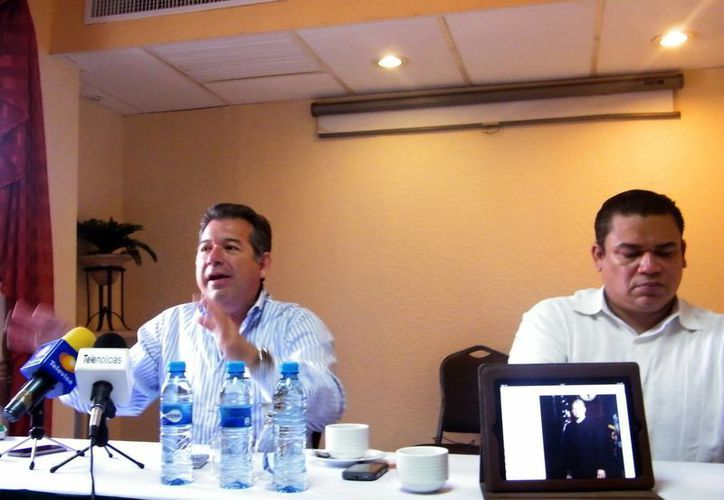Los abogados Horacio Polanco y Alberto Lozano representan a 25 mil pescadores desde Tamaulipas a Holbox. (Jaime Tetzpa/SIPSE)