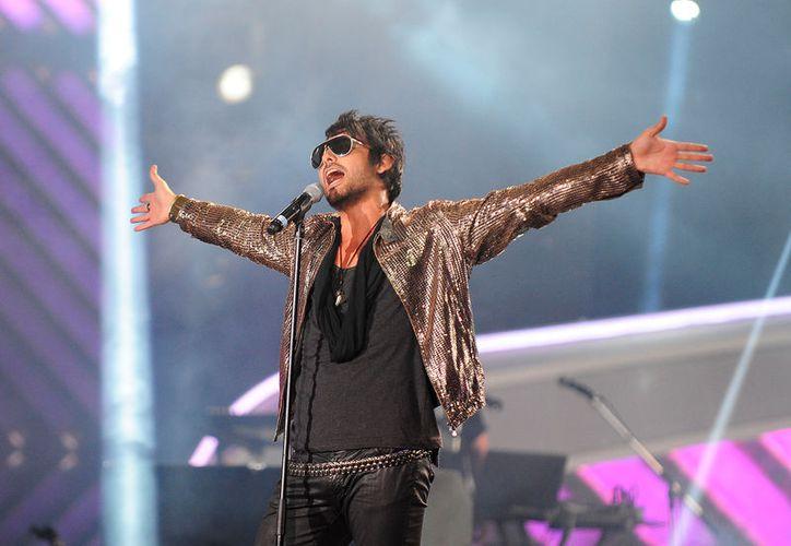 El cantante chileno cayó de una altura de 2 metros en la presentación de 90's Pop Tour. (Foto: Radio Concierto)