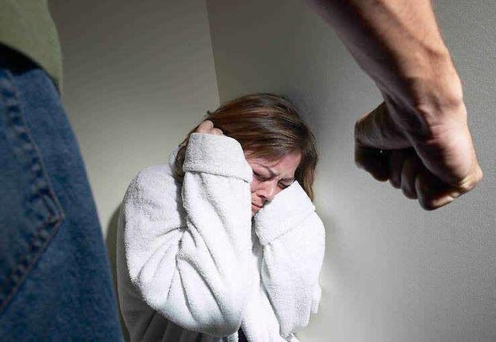En las mujeres que mantienen una relación sin matrimonio, es mayor la proporción de violencia de pareja. (Archivo SIPSE)