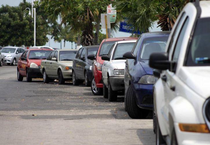 Se recomienda a los propietarios colocar un bastón en el volante a fin de incrementar la seguridad de sus unidades. (Juan Palma/SIPSE)