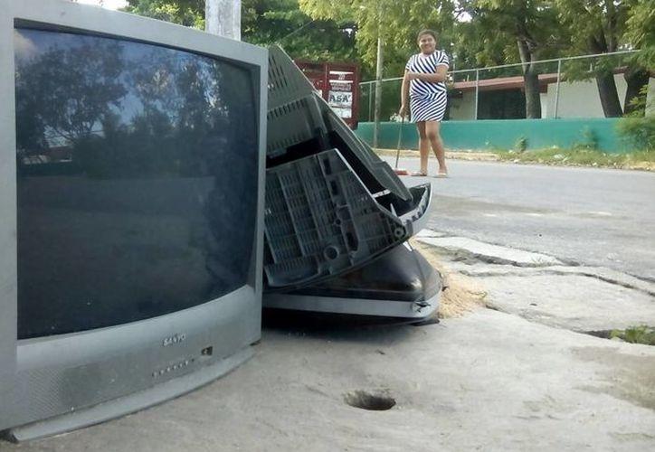 Piden no dejar los electrónicos en la vía pública. (Yahaira Valtierra/SIPSE)