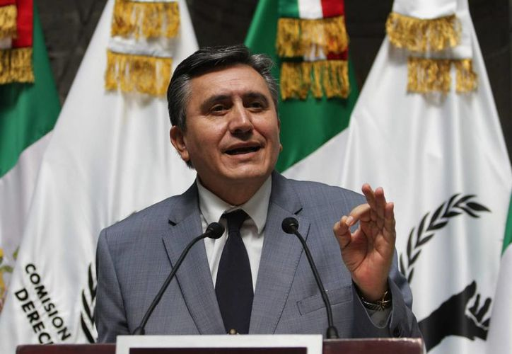 El presidente de la CNDH, Luis Raúl González Pérez, dijo que será un ombudsman incómodo para aquellos funcionarios que no quieran comprometerse con los derechos humanos. (Notimex)
