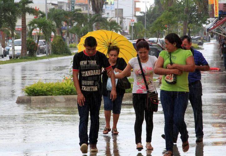 La interacción del aire polar continental y el aire marítimo tropical ocasionó lluvias en Chetumal. (Ángel Castilla/SIPSE)