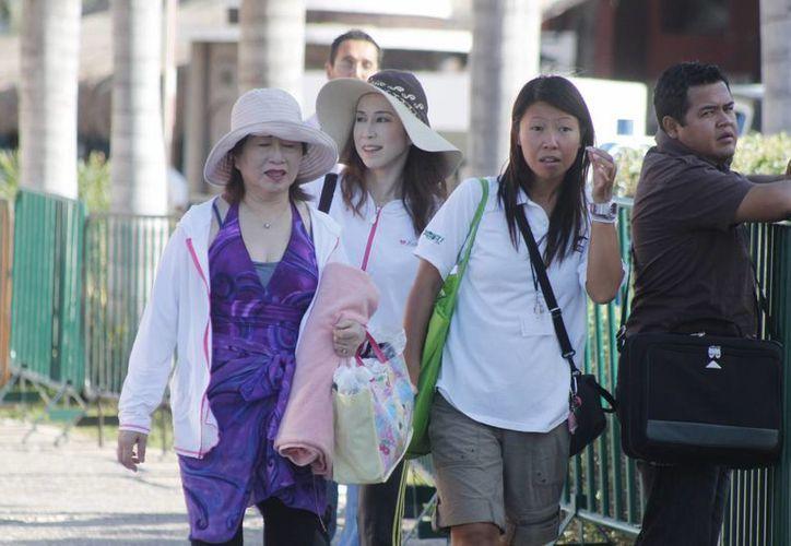 Los turistas llegan a través vuelos de la Ciudad de México y Miami. (Israel Leal/SIPSE)