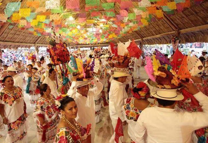 """Con el tradicional baile de la """"Cabeza de Cochino"""" y el festejo de la Vaquería concluyó ayer la Feria de El Cedral 2015. (Redacción/SIPSE)"""