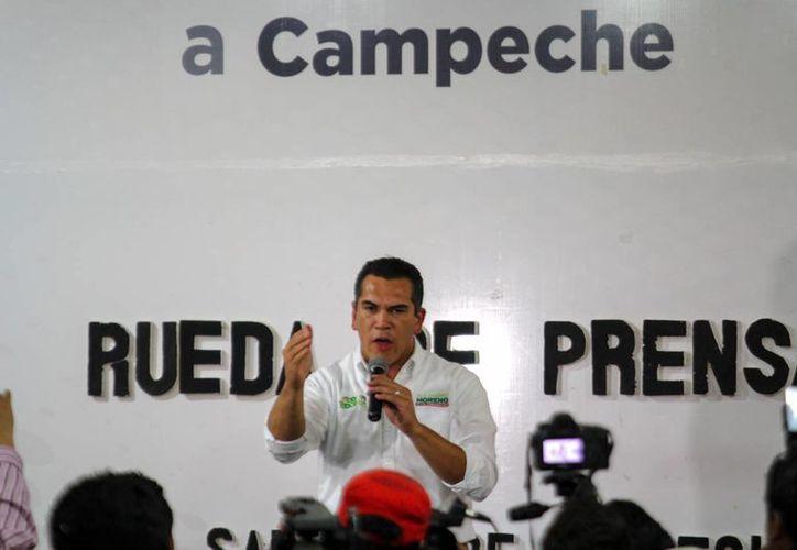 El priista Alejandro Moreno Cárdenas dijo que lleva una ventaja de 20 puntos sobre el candidato del PAN, Jorge Rosiñol Abreu. (Notimex)