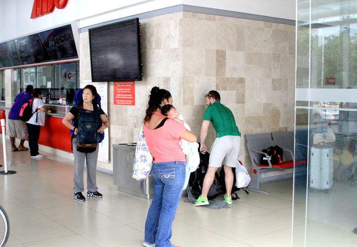 Existen mecanismos oficiales o protocolos para saber cómo están ingresando los extranjeros al país a través de Quintana Roo. (Alejandra Carrión / SIPSE)
