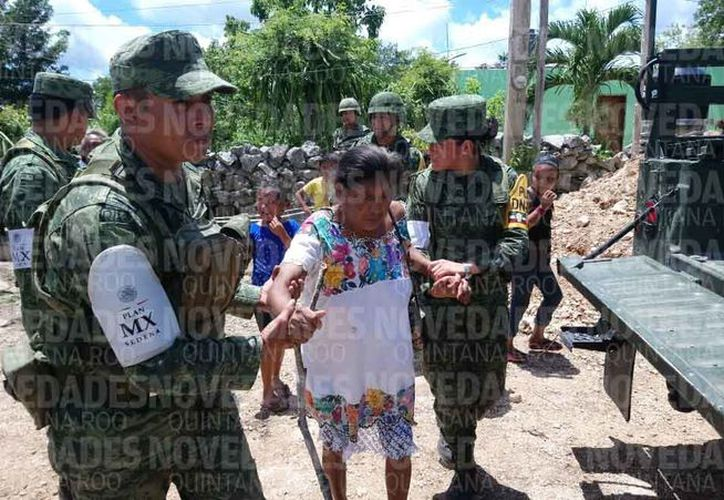 Las autoridades han prestado ayuda a los habitantes de la comunidad. (Eric Galindo/SIPSE)