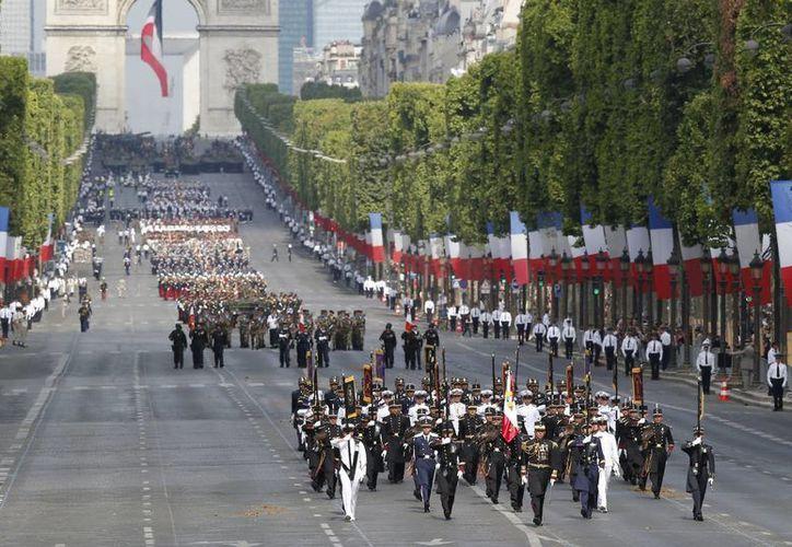 Tropas mexicanas encabezan el desfile por el Día Nacional de Francia. (Fotos: AP)