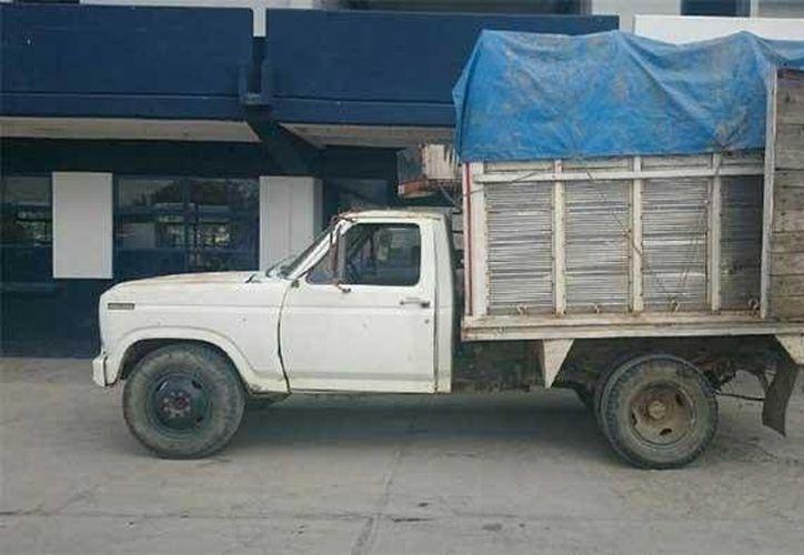 Cuatro cisternas con combustible robado que iban en una camioneta de redilas abandonada fueron aseguradas por policías. (municipiospuebla.com.mx/Foto de contexto)