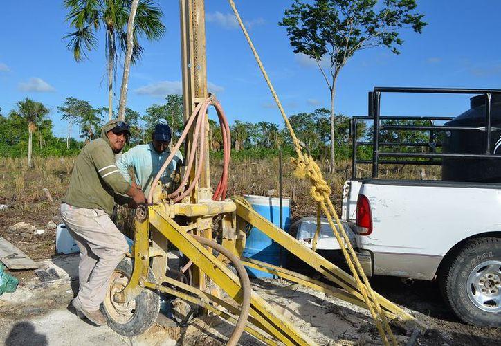 Una vez que se cuenta con los pozos, los productores podrán equiparlos con una bomba sumergible de un caballo de fuerza. (Foto: Juan Rodríguez / SIPSE)