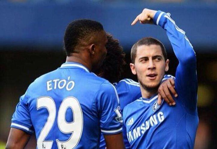 José Mourinho, entrenador del Chelsea, se molestó con los medios por filtrar una conversación privada sobre las dudas que tiene de la verdadera edad del delantero camerunés, Samuel Eto'o. (Facebook/Samuel Eto'o)