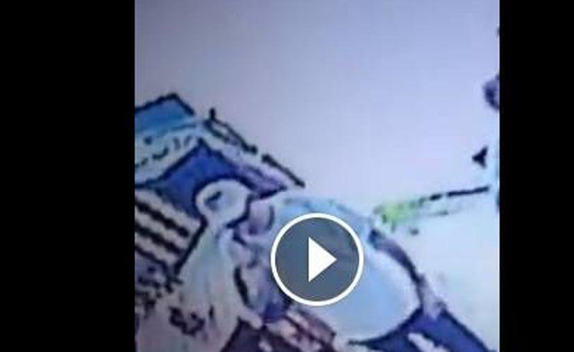 El presunto ladrón de un iphone que aparece en un video difundido en redes sociales, ya fue arrestado. (Captura de pantalla)