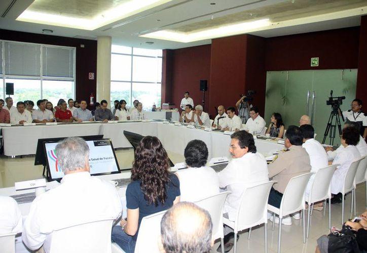 Segunda sesión ordinaria del Consejo estatal de salud del Estado de Yucatán en 2015, en donde los temas más importantes abordados fueron el alza en los embarazos adolescentes y los casos de cáncer por pesticidas. (SIPSE)