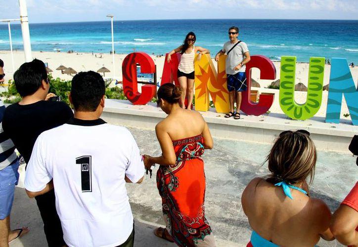 El Caribe mexicano ofrece a los turistas sol, playa y cultura. (Israel Leal/SIPSE)